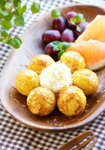 フレンチトーストってパン粉でも作れるんです。たこ焼き器を使えばコロコロ可愛いボール状に。パーティーメニューにもいいですね。