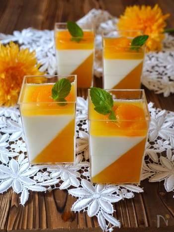 見た目がとってもかわいいオレンジ&ミルクのゼリー。セルクルがなくても、透明なコップがあれば大丈夫です。お友達が遊びに来る前の日に仕込んで出せば、「かわいい~!」と歓声が上がりそうですね。