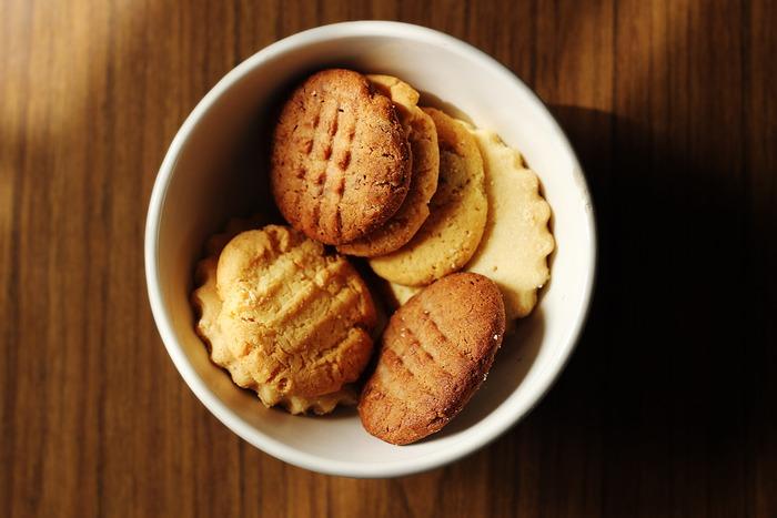 """そんなアイスクリームをいろいろな食材で挟んで、""""アイスクリームサンド""""を手作りしてみませんか?クッキー・パン・ワッフル・カステラなど、挟む食材も市販の物でOK。おもてなしにもぴったりの素敵なスイーツが簡単に完成しますよ!"""
