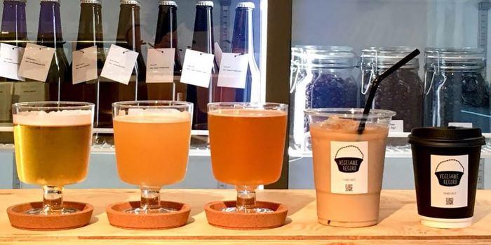 コーヒー豆は最近テレビで取り上げもあった、福井県永平寺町の自家焙煎コーヒー豆専門店「COZY COFFEE」、ビールは奥多摩のクラフトビール醸造所「Beer Cafe VERTERE(バテレ)」と共同制作しています。「あのビールがこのお店で飲めるなんて!」と、ビールマニアにも評判のおいしさです。