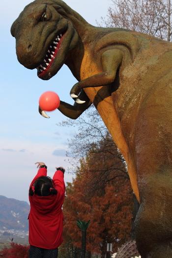 ティラノドン、トリケラトプス、ステゴサウルス、ケントロサウルス、プロトケラトプス、ケティオサウルス、ティラノサウルスなどと一緒に写真が撮れるなんて、旅行から帰ったら、お友達に自慢したくなっちゃうかも。