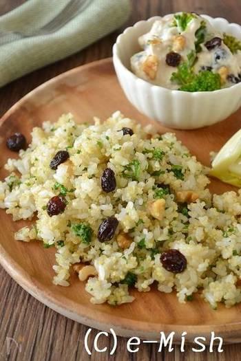「最初からキヌアだけのレシピは少し抵抗がある」って方は、まずはご飯に混ぜてみて。玄米でも雑穀でもなんでも合うので大丈夫!