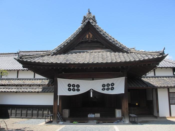 松代藩9代藩主の幸教が義母・貞松院(幸良の夫人)の隠居所として1864年に建てた御殿。当時は「新御殿」と呼ばれており、今では江戸末期における御殿建築の様式を知るための貴重なお屋敷となっています。