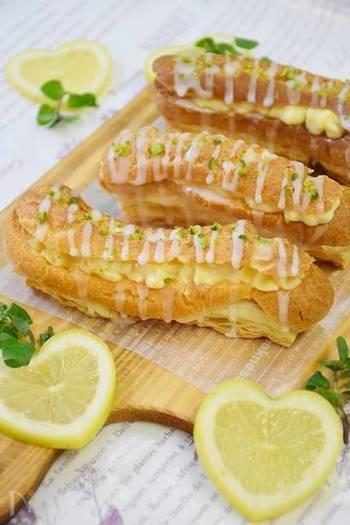 カスタードクリームにレモンを加えた爽やかな香りの「エクレアパイ」。サクッとした食感とレモンのさっぱりとした味わいを楽しむ事ができます。トッピングにレモンアイシングをたっぷり添えて見た目も可愛らしく仕上げましょう♪