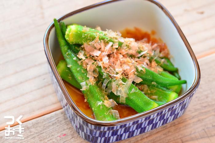 オクラはカロチン(ビタミンA)を多く含み、栄養価が高いとして昔から夏バテ予防に良いと言われています。水溶性食物繊維も豊富なので、胃腸が疲れやすいこの時期にもってこいの食材です。
