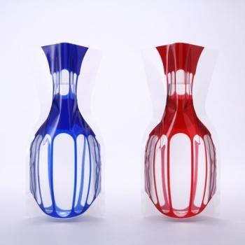 """花瓶は使わない時の管理が面倒…という時はこちらがおすすめ。一見""""切子ガラス""""のようですが実はビニールパック製で、使わない時は畳んでコンパクトにしまえます。"""
