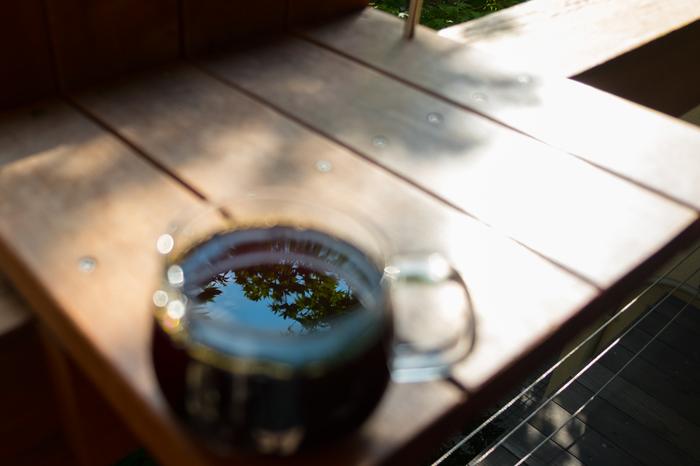 画像は2015年にオープンした「ブルーボトルコーヒー 青山カフェ」のデッキ。ここ青山の地で、これからどんな歴史を紡いでいくのかな♪