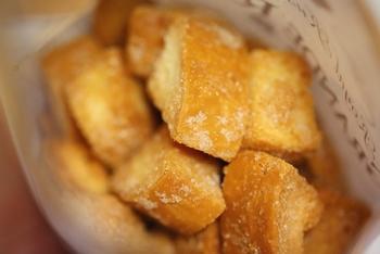 コロッとした形状の「仙石ラスク」は、食感が際立って、食べ応えが満点。バターの風味が濃厚で、やみつきになる美味しさと評判です。