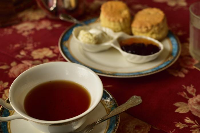 そんな紅茶の基本の美味しい入れ方、茶葉の種類、素敵なツールなどをご紹介します。