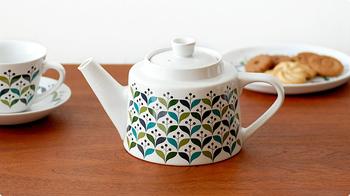 北欧らしいレトロなデザインが魅力的です。 ティーカップとおそろいで楽しめるのも良いですね。