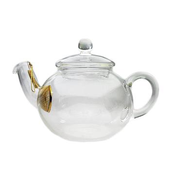 ガラスの王様、HARIO (ハリオ)のティーポット。 見た目はもちろん、紅茶を美味しく淹れるための形にもこだわりがあります。 注ぎ口のフィルターも、味が損なわれないようにと24金でコーティングされているそうです。