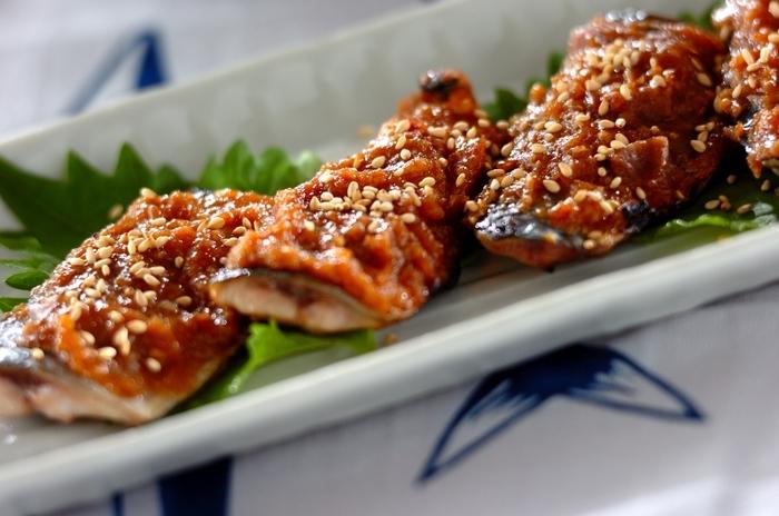 ちょっぴりニオイが気になるお魚にも梅干しは大活躍!梅とみその香りや風味はサンマとの相性ばつぐんです。お魚料理をさっぱり楽しみたいときにぜひ。