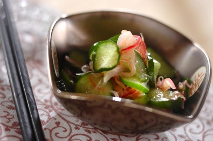 もう一つの副菜は、箸休め的な要素も含んだミョウガときゅうりの酢の物です。お酢は疲労回復に効果が期待でき、ミョウガも消化促進や血行促進に効果が期待できる夏バテ対策に積極的に食べたい副菜です。