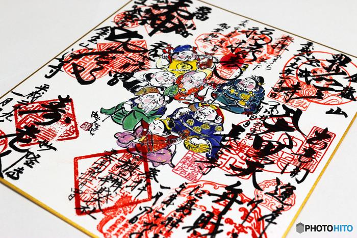 鎌倉・江ノ島七福神巡りをする際は、ぜひ御朱印をいただくのをお忘れなく!ご自身でお持ちの御朱印帳にいただくのもいいですが、せっかくなら専用の色紙に8カ所の御朱印を集めてみてはいかがですか?鎌倉・江ノ島七福神巡りの素敵な思い出にもなること間違いなしですよ!