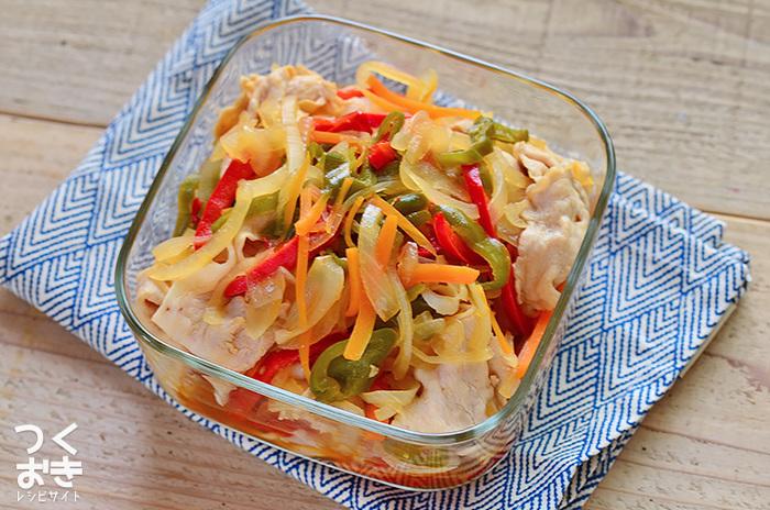 お肉も野菜もひと品でしっかり食べられ、栄養バランス抜群!ひんやりとした口当たりで、暑い日でもモリモリお箸がすすみそう。