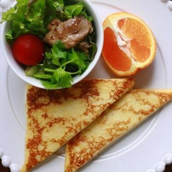 スイーツ系のイメージが強いフレンチトーストですが、ハムとチーズをはさめば朝食にぴったりの一品に。前日の夜から卵液に浸しておけば、朝は焼くだけで済むのでお手軽です。