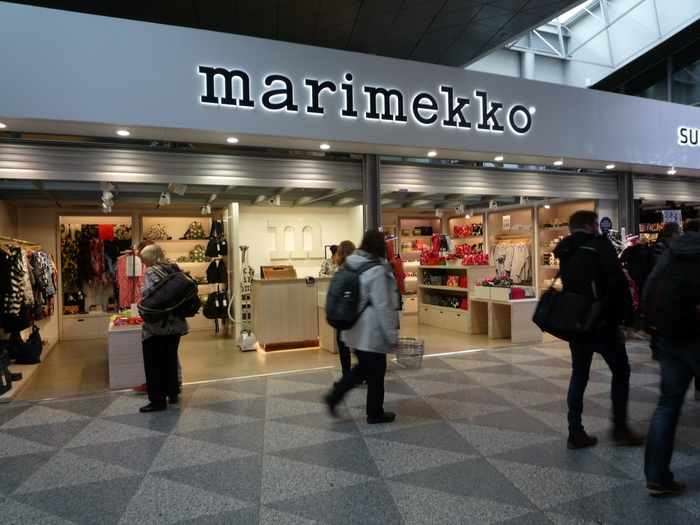 シェンゲンエリア内外に各1店舗ずつ「マリメッコ」ショップがあります。 日本でも取り扱いが多いブランドですが、本場では日本より手軽な価格で購入できます。気になる定番デザインをチェックしてみて。