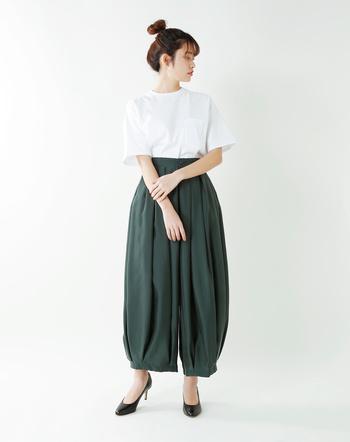 薄 手☆☆☆★☆厚 手 タイト☆☆☆★ゆったり 柔らか☆★☆☆☆ドライ  日本に数台しか稼働していない珍しい吊り編み機で作成したTシャツ。丸胴に編みたてられた生地で脇に縫製がないため、快適に着ていただけます。グラフペーパーらしく少し大きめのシルエットのバランスの良い仕上がり。インスタイルも映えます。