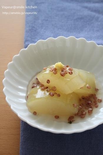 こちら冬瓜の上にコロコロと転がっているのがたかきび。日本では別名「もろこし」、韓国では「コーリャン」と呼ばれています。噛みごたえもあることから、ひき肉の代用品として使うことが可能とか。
