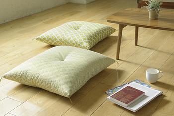 少し大きめの座ぶとんはパンと張りのある質感が心地よく、フローリングにも似合うデザインが素敵です。
