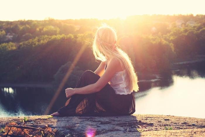 「相手の反応」を気にしすぎて自分を押し込めている人が多いことを考えれば、感情のままに行動することは、簡単なようで実は難しいことなのですね。そんな難しいことを難なくこなす素質を持つ女性は、やはり周囲の人間にとって魅力的でうらやましい存在。  「いつも自分の感情が先に出てしまう」「人のために行動できていない気がする」と自己嫌悪に陥っているあなたは、「自分のハッピーを追い求められる人」なのです。