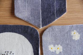 ところどころ、ポイントで控えめな手刺繍が施された丁寧なつくり。どこか懐かしい雰囲気のコースターです。