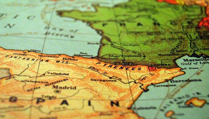 ラテン諸国の人々はおしゃべりが大好きで、褒め上手。「ありがとう」をスペイン語で言うだけでも、「あなたはスペイン語がとっても上手ね~」と喜んでくれることも。すべての言葉が通じ合えなくても、ひとことをきっかけに不思議と気持ちが繋がっていきます。ぜひ簡単な会話に挑戦してみてください。  コミュニケーションを通して、旅の思い出がもっと膨らむといいですね。
