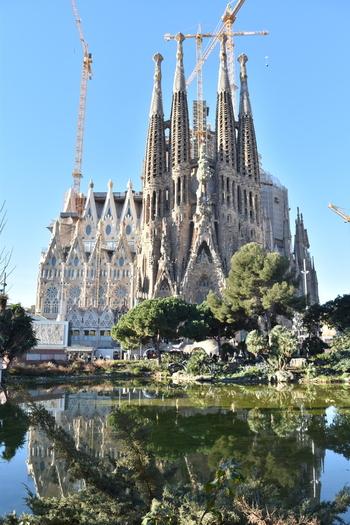 壮大な景色や圧巻の建築物などを目にした時、ネイティブたちが思わずこぼすひとことです。  スペイン語諸国を旅したら、必ずこうつぶやきたくなる美しさを目にすることでしょう。ぜひスペイン語と共に感動を記憶に残してください。