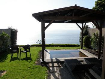 「月のうさぎ」のおすすめは、すべての客室に露天風呂が完備されていること!何よりも露天風呂からの眺望が素晴らしいと評判です。温泉に浸かりながら、相模湾を一望することができます。天気が良い時には、伊豆大島を見ることもできますよ。