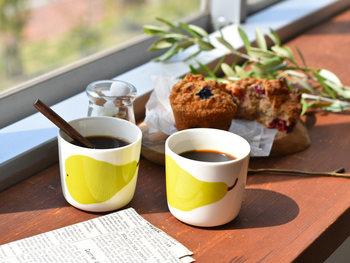 1969年にデザインされた洋なし柄の「PAARYNA(パーリナ)」は、マグカップやバッグなど様々なアイテムで発表され、当時人気を博しました。そんな人気の柄が食卓を彩るラインナップで復刻!ラテマグは、コレクターの中でも人気のアイテムです。ティータイムはもちろん、朝食のシリアルやヨーグルト入れにもどうぞ。
