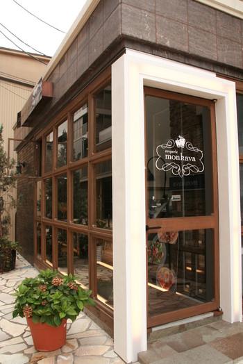 JR松本駅から徒歩7~8分、松本市時計博物館のそばにあるはガレット専門店「creperie monkava(クレープリー モンカバ)」は、フランスのビストロのようなおしゃれな外観が目印です。