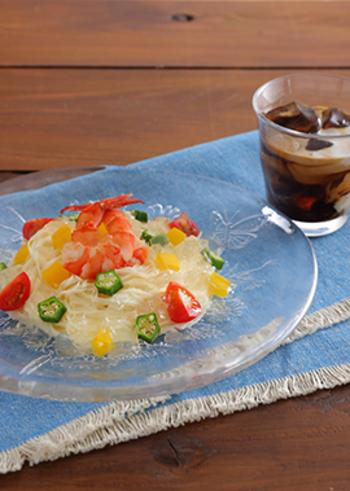 おもてなしにもおすすめ、彩り野菜を添えたオシャレなそうめんレシピです。爽やかで涼しげなレモンジュレに、夏の暑さも忘れてしまいそう。