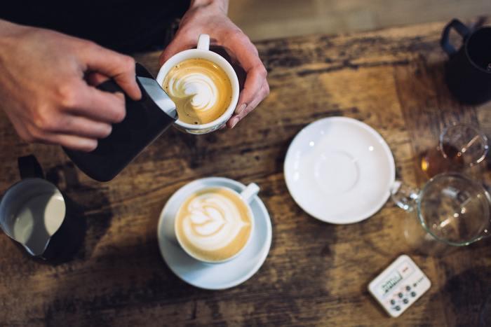 東銀座駅から徒歩約1分という好立地。コーヒー好きさんにオススメのワークショップ「はじめてのラテアート体験」では、家庭ですぐに実践できるラテアートを学ぶことができます。