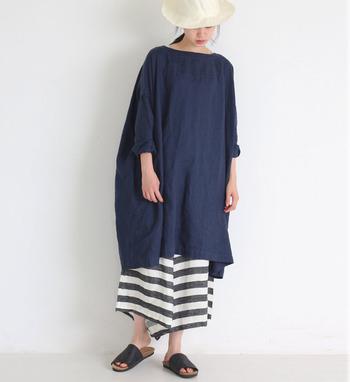 一枚で着られて楽ちんなワンピースは、パンツと合わせることで動きやすさもアップ。ぜひワンピース×パンツのレイヤードスタイルで、アクティブに動き回りたい日の着こなしを楽しんでみてくださいね♪