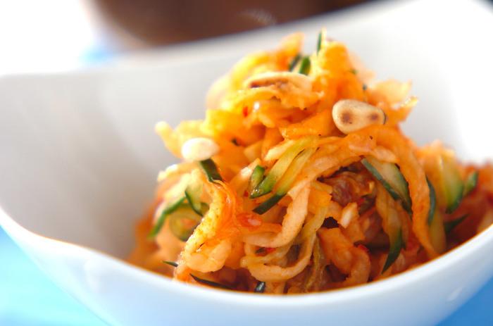 切り干し大根を水で戻して和えるだけの簡単レシピ。切り干し大根も食物繊維が豊富です。最近野菜不足が続いてるなぁという方にオススメです。