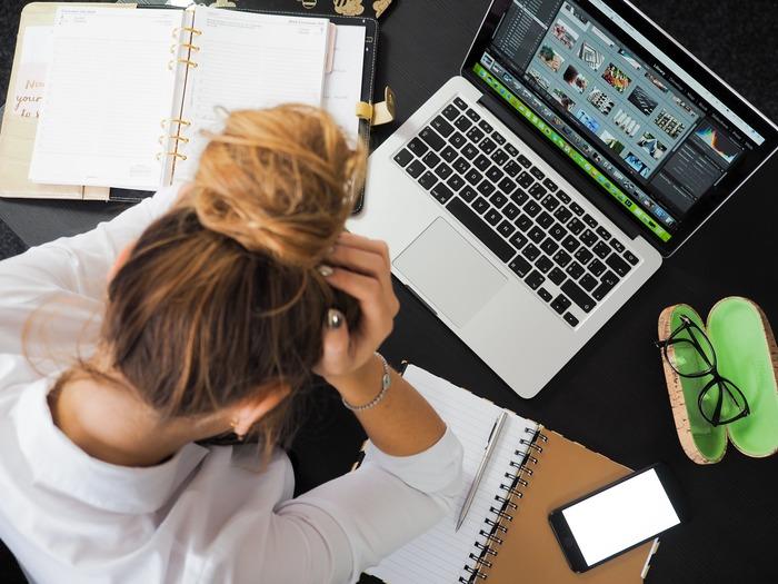 仕事で大失敗してしまったこと、ありますか?仕事での失敗は周囲に迷惑をかけてしまった、怒られてしまった…など責任感の強い人ほど、引きずってしまいますよね。しかし仕事だからこそ、周囲にあなたと仕事をする取引先やユーザーがいるからこそ、さっと通常モードに切り替えて早めのリカバーが必要です。