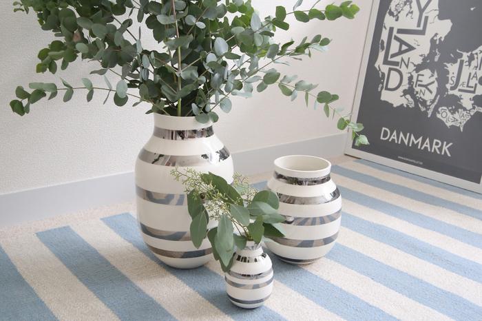 1839年にハーマン・J・ケーラーが開いた小さな陶芸工房から始まった陶器ブランド。現在、北欧でもっとも革新的なブランドのひとつとして注目を浴びています。ケーラーを一躍トップブランドに押し上げたのは、ボーダーが印象的なオマジオベース。デンマーク第2の都市「オーフス」にある本店には、新作はもちろん、定番の器などもカラーバリエーション豊富にそろっています。