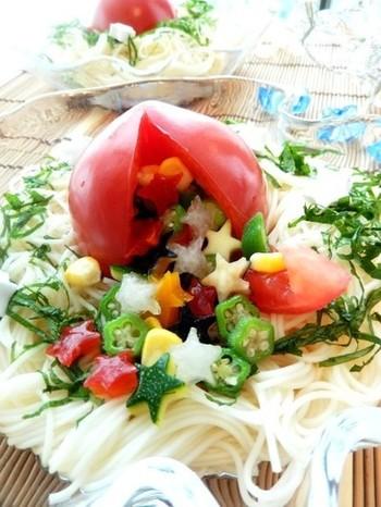 トマトの代表的な栄養素といえばリコピンです。トマトのおいしそうな赤い色の素でもあるリコピンは抗酸化作用があるとして有名ですね。夏のトマトは瑞々しくジューシーです。