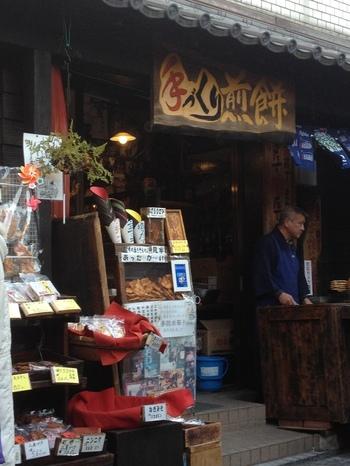 関東を中心に30以上の店舗を展開する、手焼き煎餅「雷神堂」の味を菓子屋横丁でも楽しめます♪