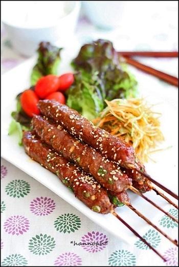 こちらは、焼き肉のたれを使った、串焼きケバブのアイデアレシピ。コチュジャンなども使った韓国風の味つけは、また少し違った魅力のケバブ風に。ハケでたれを塗りながら焼き上げます。