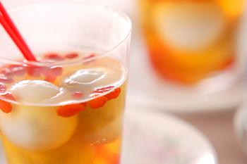 中国茶でもう1つ忘れちゃいけないのがジャスミンティー。独特の華やかな香りが何とも心を落ち着かせてくれますよね。そんなジャスミンティーは、シロップに変身させて白玉と一緒に食べてみて♪