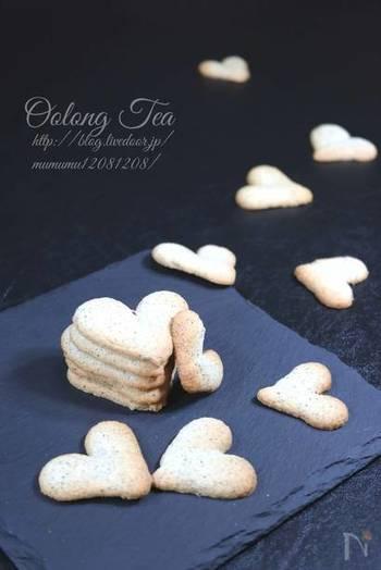 中国茶も優秀なスイーツの材料。卵白で作るこちらのクッキーはサクッとした仕上がりでクセになりそう。卵黄が入っていないことで、中国茶の風味がより引き立ちます。