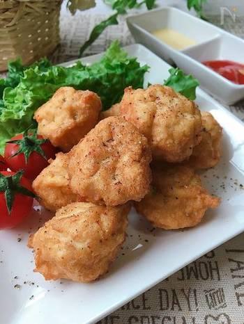 お弁当にもおつまみにもぴったりなチキンナゲット。タネの半分は豆腐で作るのでヘルシーです。