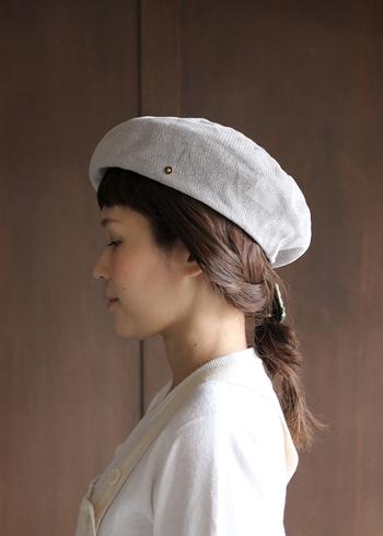 おしゃれな女性がここ最近取り入れているのが「ベレー帽」です。ベレー帽と聞くと秋冬のアイテムをイメージしがちですが、夏のファッションとして取り入れることができる「サマーベレー帽」が人気です。