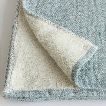 最後に注意することは、脱水をかけないこと。脱水をかけると型崩れの原因になってしまいます。すすぎまで終わったあとはタオルで水分を拭き取ってください。