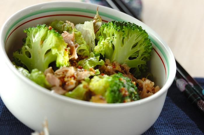 10分であっという間に完成できちゃう、ブロッコリーとツナのシンプルサラダ。粒マスタードの酸味が食欲をそそります。