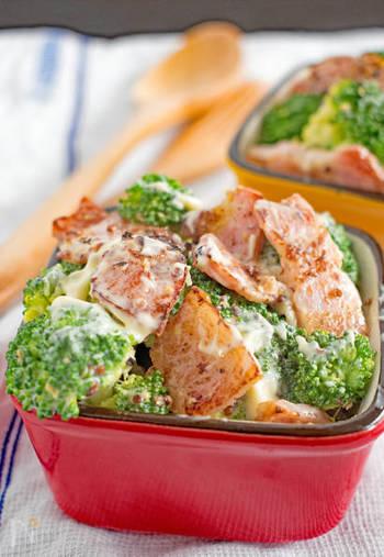 ブロッコリーとベーコンという2食材でも満足度の高いサラダが完成!お弁当のスキマおかずに使うのも◎