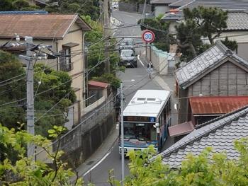 駅から終点の葉山まで20分弱。※渋滞時間は含みません。