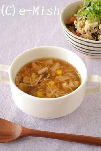 キヌアの「洋風じゃない食べ方も知りたい!」なんて方は中華風スープはいかが?スーパーフード・キヌアのプチプチ食感がたまらないですよ!
