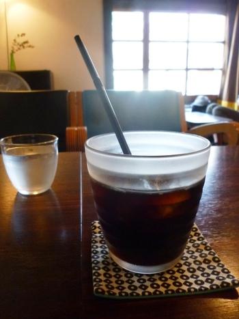 安曇野市にある自家焙煎のコーヒー豆を使ったアイスコーヒーは、後味がすっきりしていて香り高い味わい。